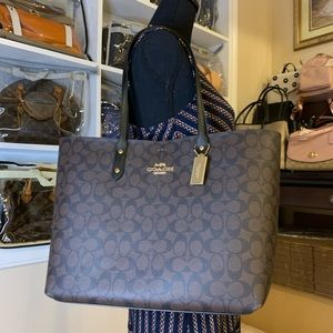 BNWT Signature town tote.